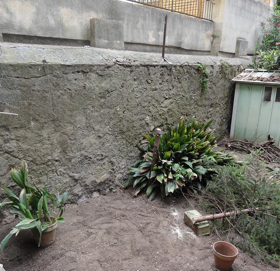 r novation d 39 un mur de petites pierres joints sableux. Black Bedroom Furniture Sets. Home Design Ideas