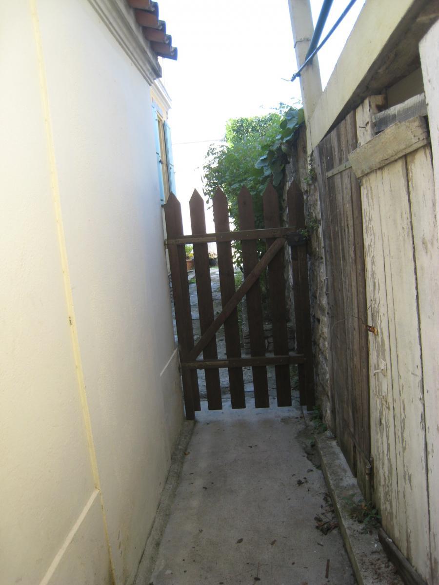 quelle peinture pour portail en bois