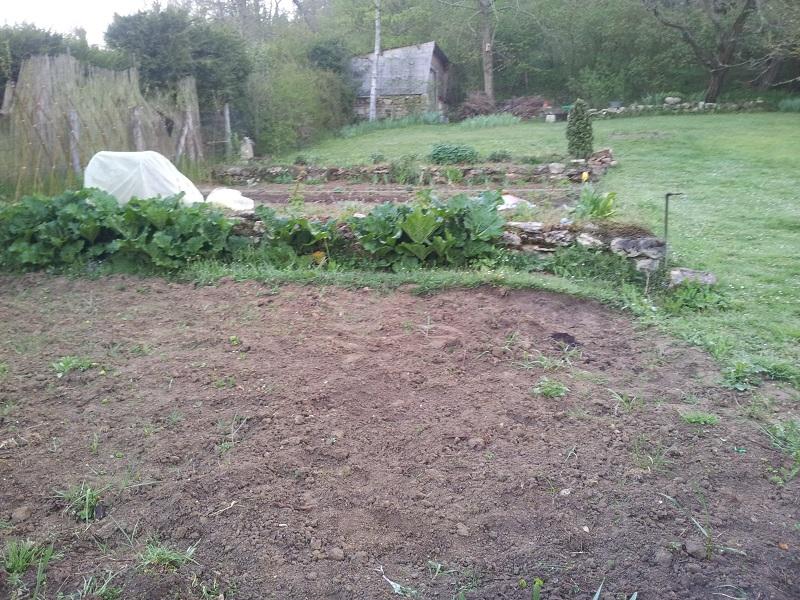 creation terrassage dans un jardin en pente. Black Bedroom Furniture Sets. Home Design Ideas