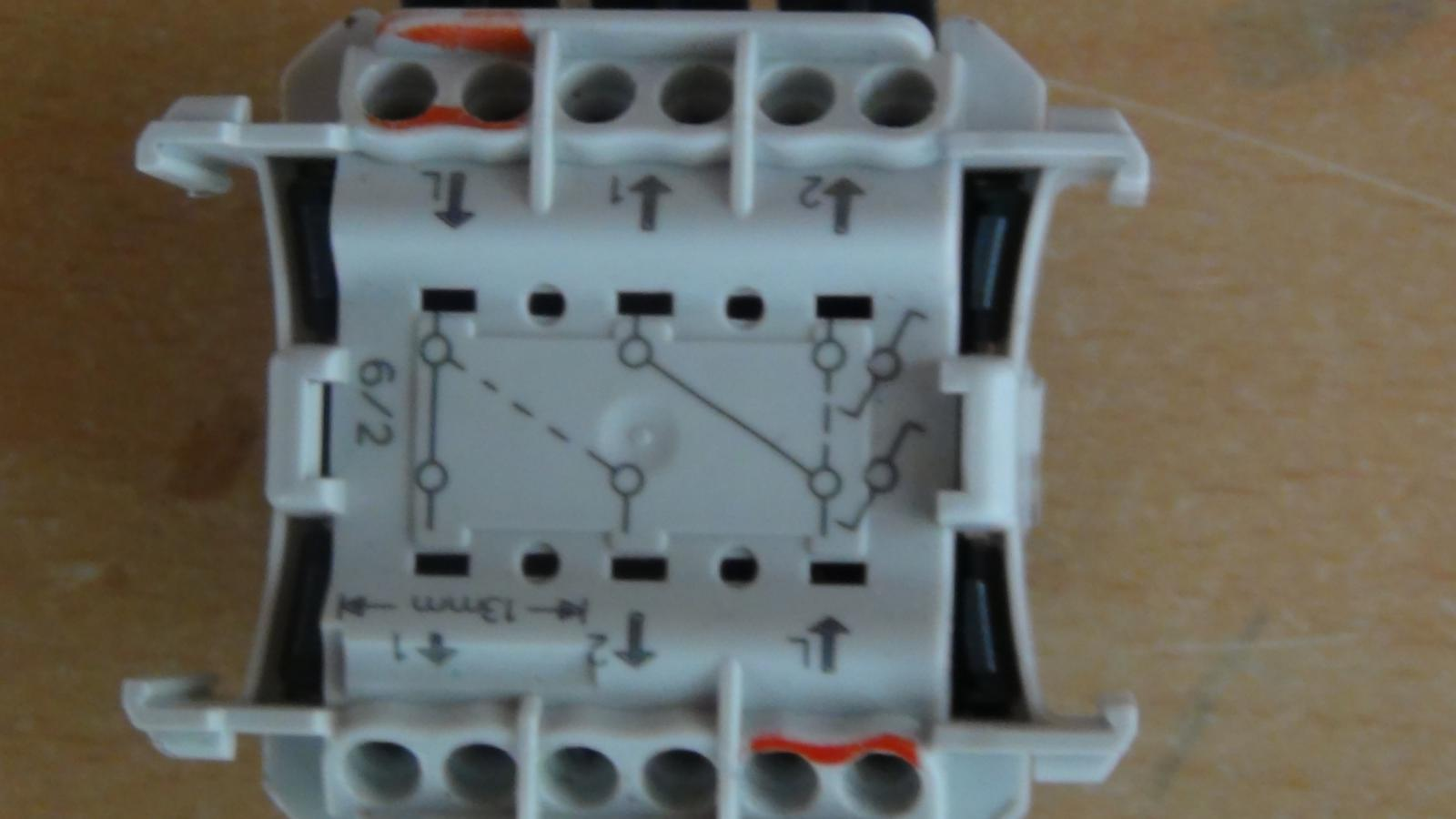 pb de brangement double interrupteur plexo legrand ref 69715. Black Bedroom Furniture Sets. Home Design Ideas