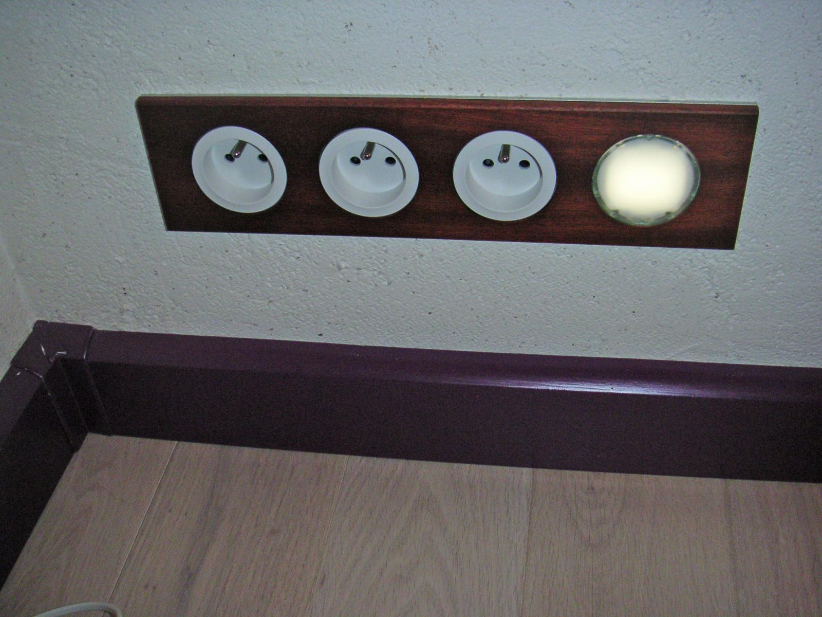 Plinthe cache fils ou cable encastr dans le mur - Boite pour cacher les cables ...