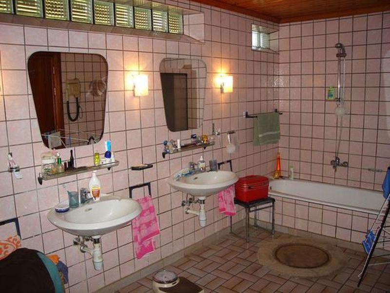 Pose et finition mur t en bc pour baignoire - Comment nettoyer un carrelage qui vient d etre pose ...