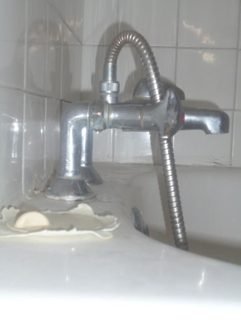 demontage arrivee eau sous baignoire. Black Bedroom Furniture Sets. Home Design Ideas