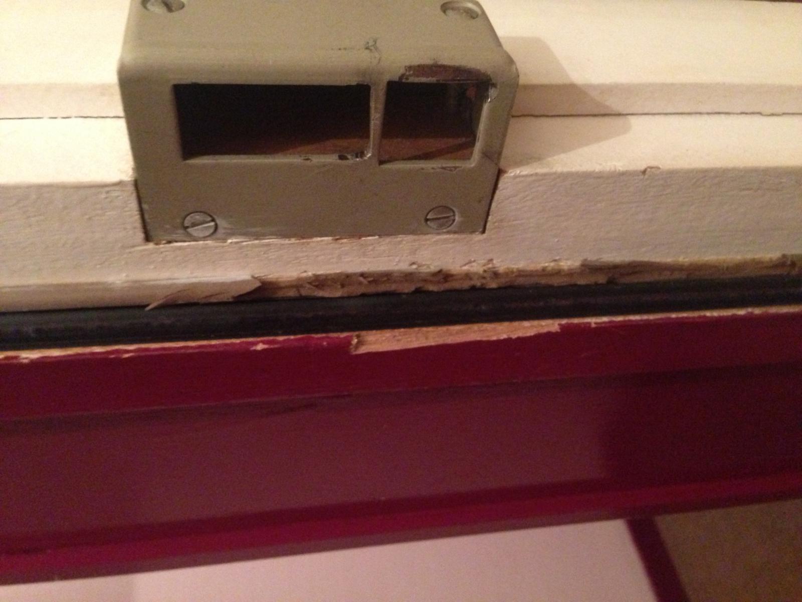 Reparation apres porte forc e - Reparer une porte d entree en bois ...