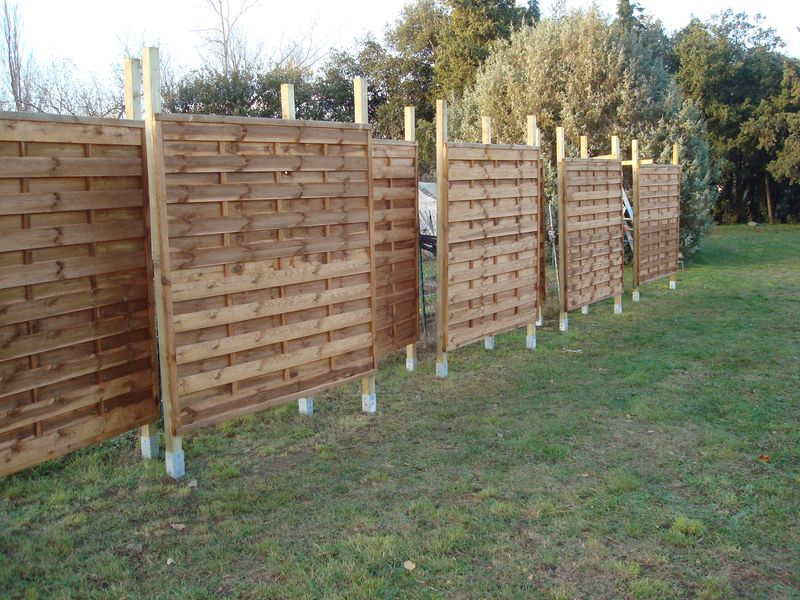 poteaux pour panneaux de bois dans jardin avec angle. Black Bedroom Furniture Sets. Home Design Ideas