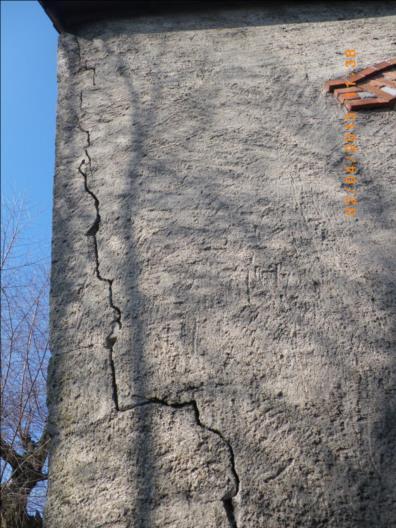 Fissure ancienne mais traversante et verticale - Fissure verticale mur exterieur ...