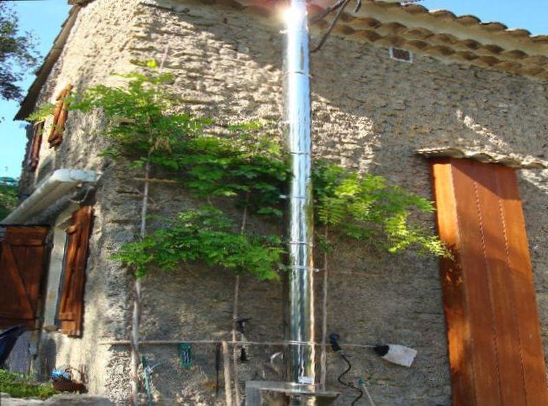 Co t d 39 une sortie de toiture po le bois et r alisation for Installer une cheminee dans une maison