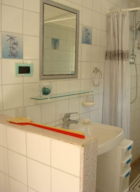 Dalles pvc salle de bain et douche - Dalles pvc adhesives pour salle de bain ...