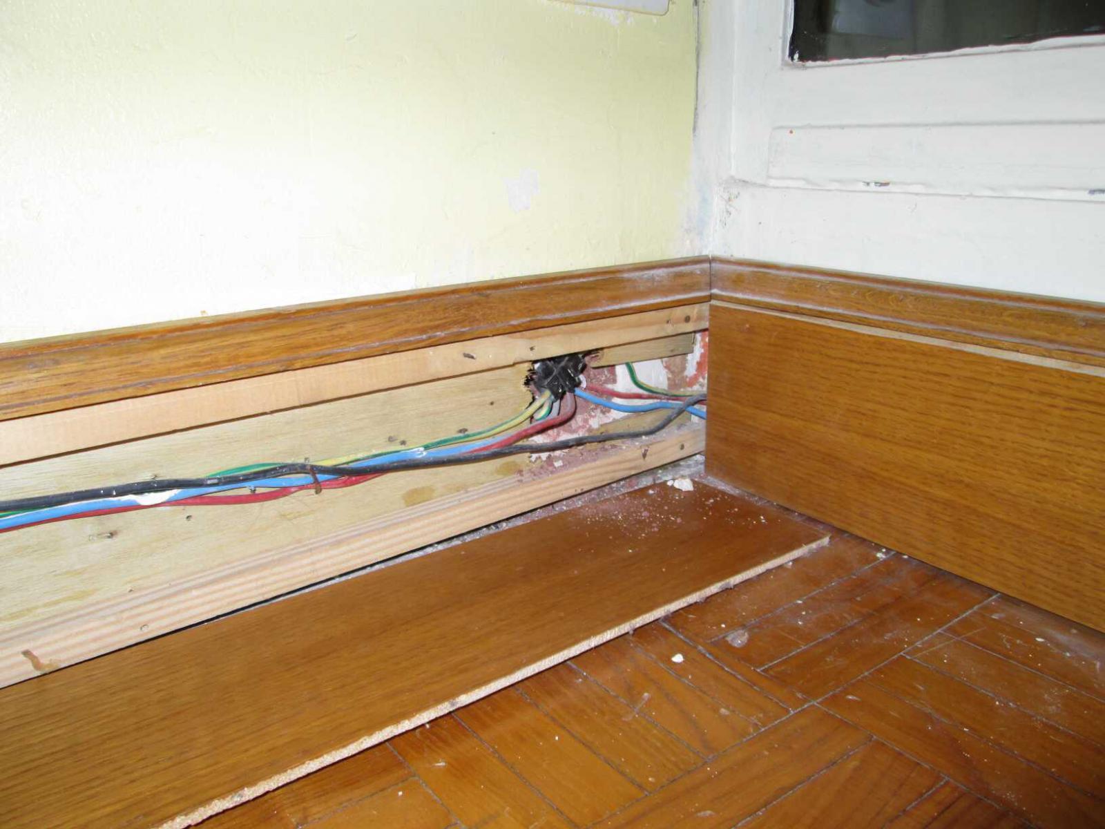 encastrer des fils passant dans une gaine lectrique. Black Bedroom Furniture Sets. Home Design Ideas