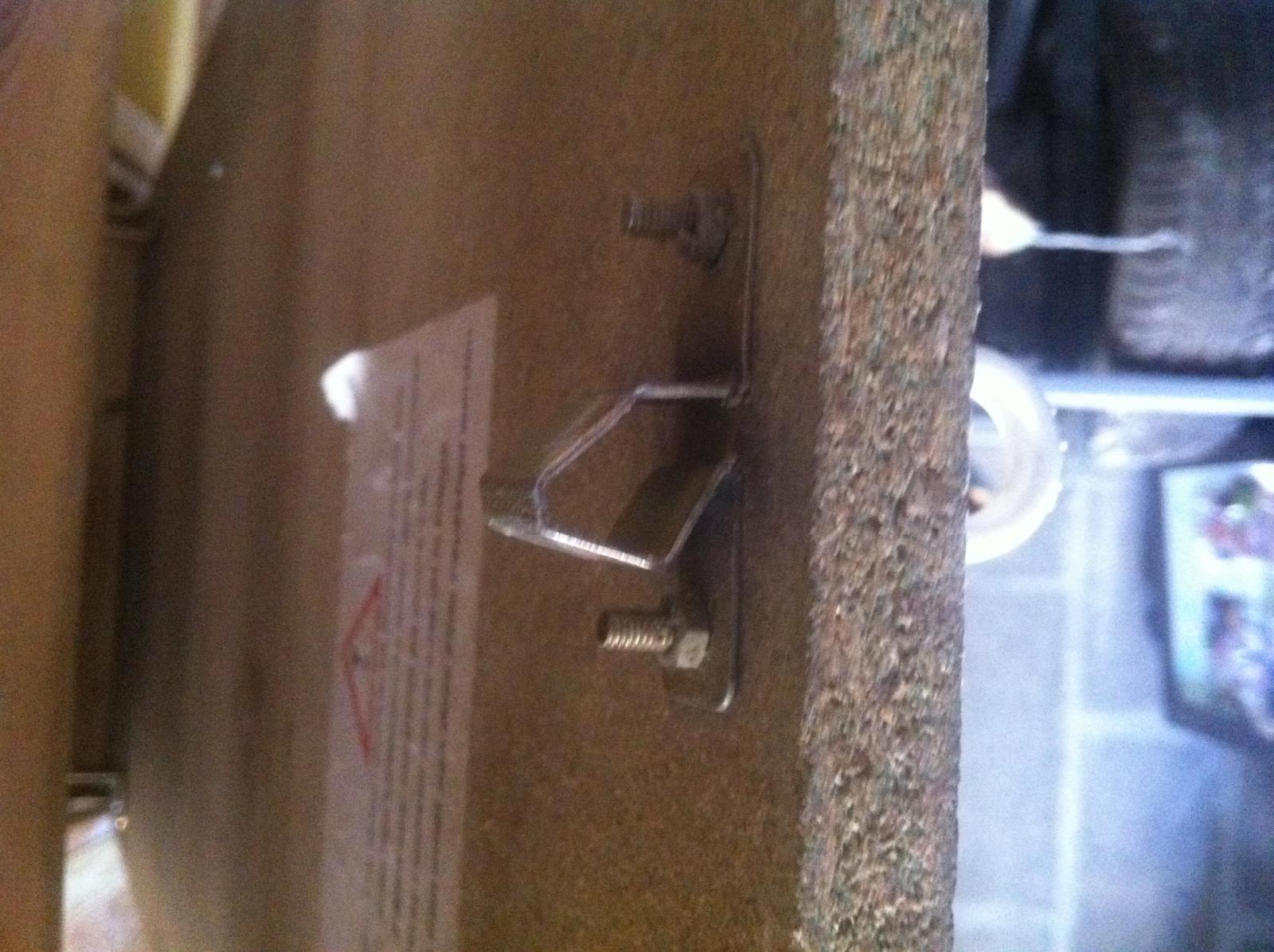 crochet en feraille pour escalier escamotable qui a casser. Black Bedroom Furniture Sets. Home Design Ideas