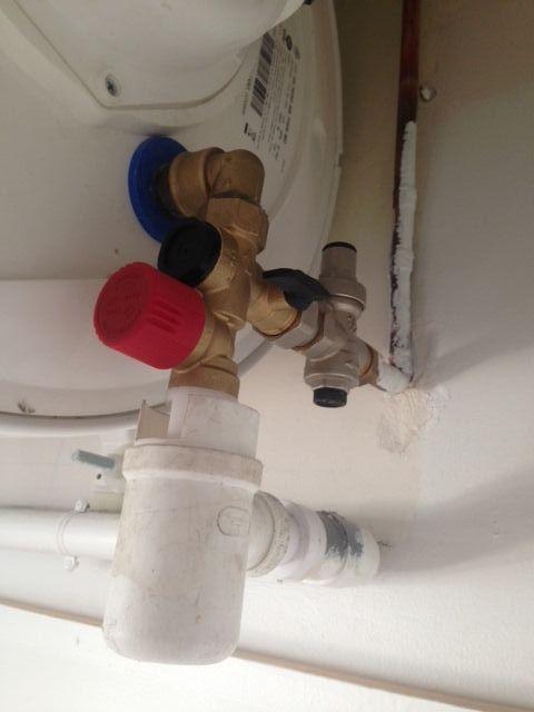 help siphon ballon d eau chaude qui deborde. Black Bedroom Furniture Sets. Home Design Ideas
