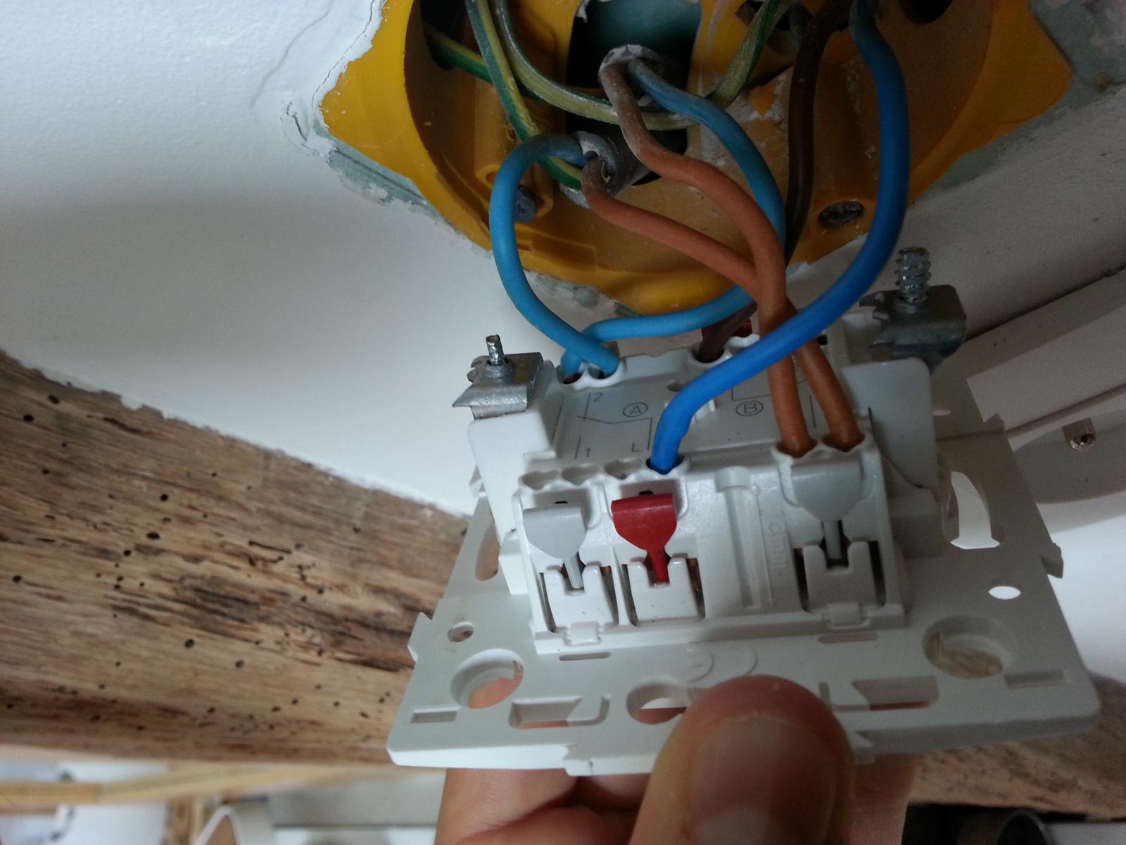 Branchement double interrupteur arnoult - Brancher interrupteur va et vient ...