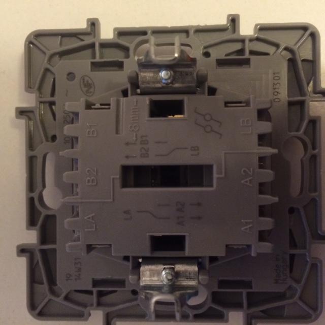 branchement double interrupteur va et vient legrand neptune. Black Bedroom Furniture Sets. Home Design Ideas