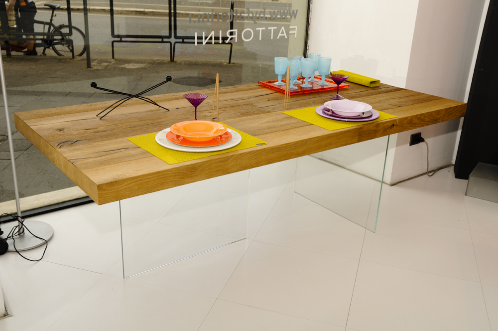 Pieds de table en verre sur plateau en bois for Tavolo lago prezzo