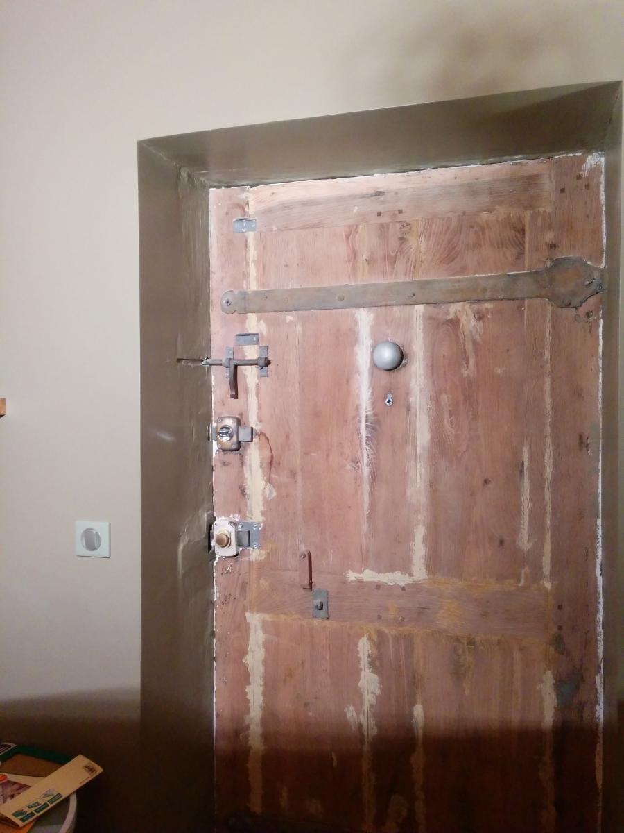 petite ma onnerie refaire le chambranle autour d 39 une porte. Black Bedroom Furniture Sets. Home Design Ideas