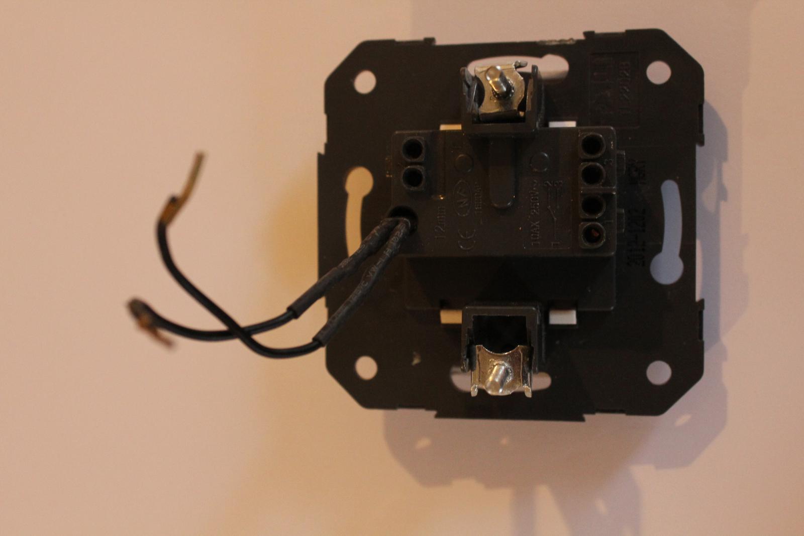 Branchement interrupteur avec voyant lumineux for Interrupteur exterieur legrand