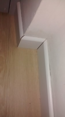 joint entre plinthe et mur. Black Bedroom Furniture Sets. Home Design Ideas