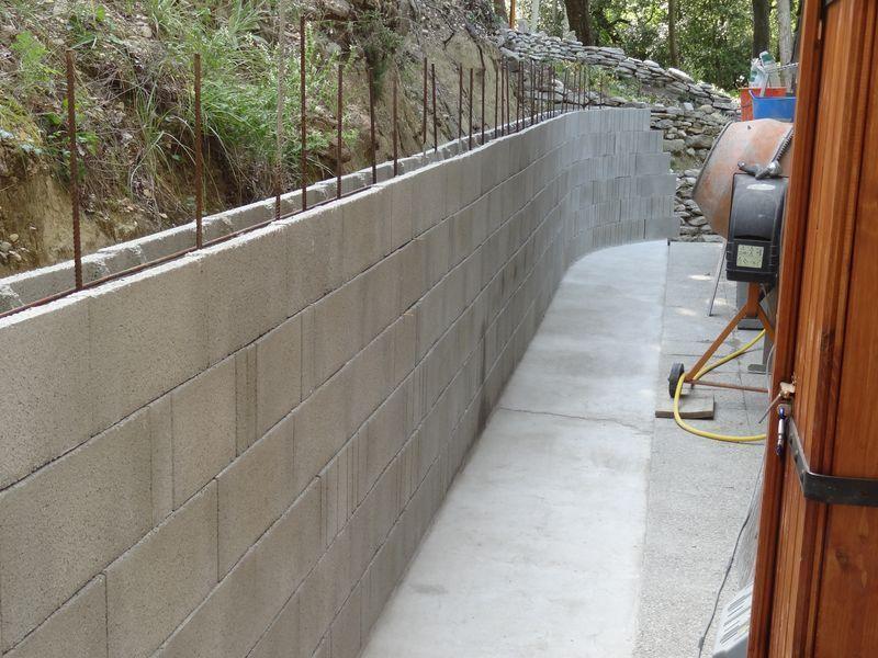 Mat riaux pour mur de sout nement et mur de cloture for Cloture sur mur mitoyen
