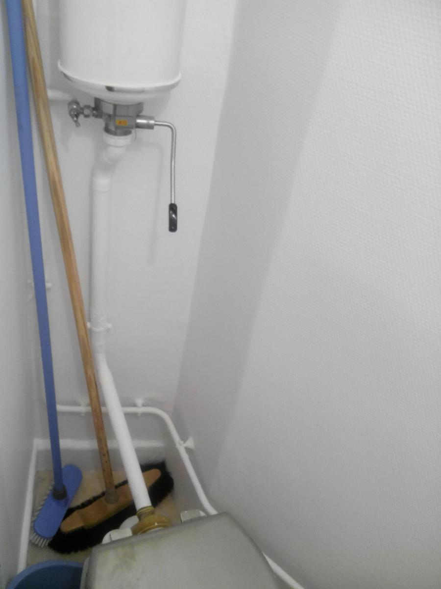 Joint d'un ancien WC à remplacer