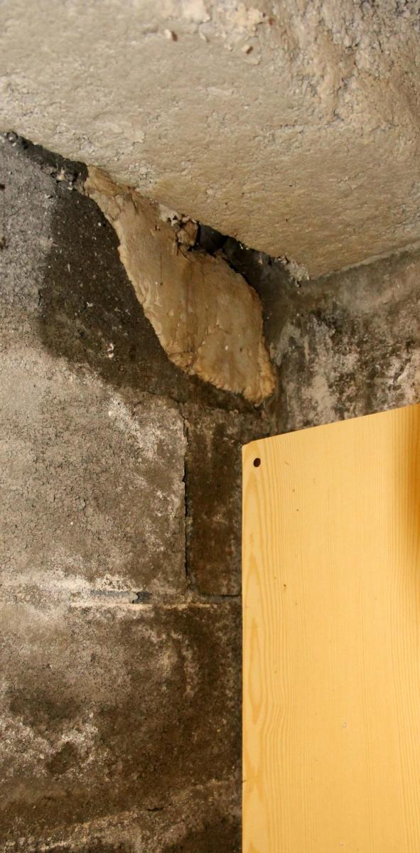 infiltration cave. Black Bedroom Furniture Sets. Home Design Ideas