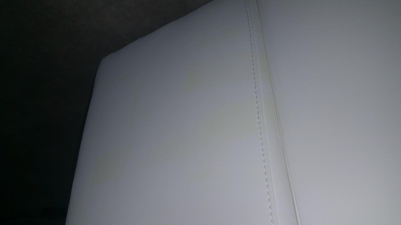 Canapé Cuir Blanc Qui Jaunit canapé jauni par endroit suite stockage exterieur