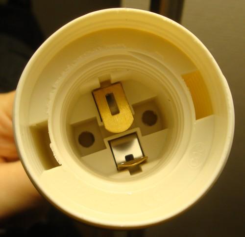 aide pour démonter douille lampe