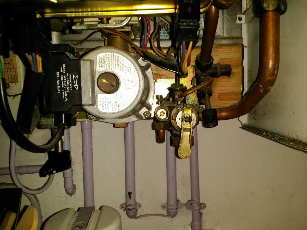 Fuite vieux chauffe eau au gaz for Chauffe eau fuite d eau