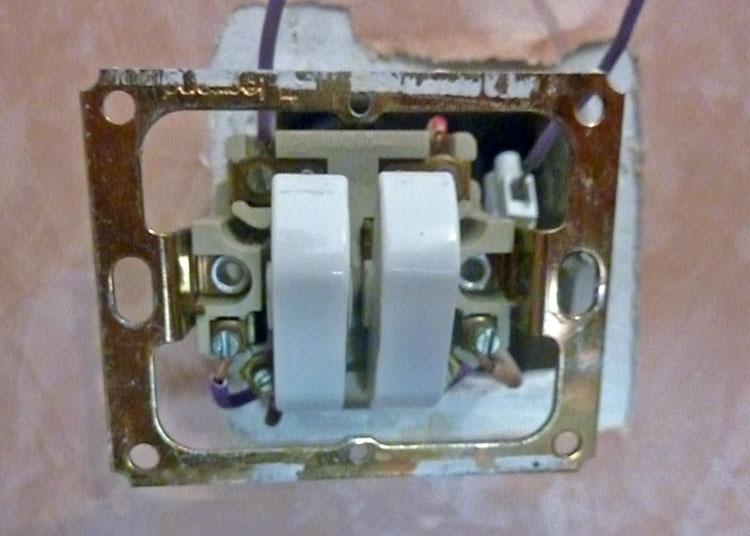 Changement double interrupteur va et vient legrand en for Interrupteur exterieur legrand