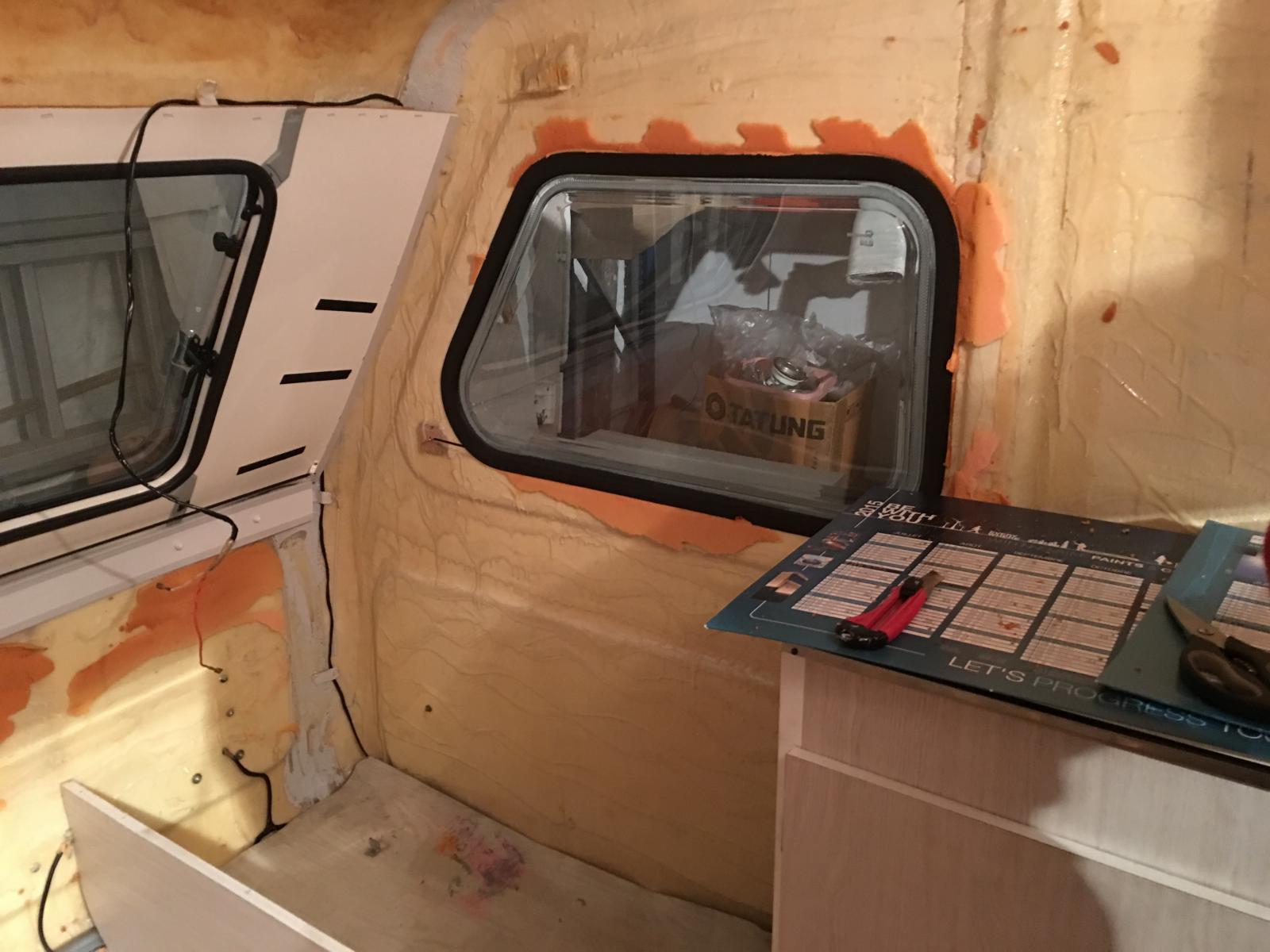 r novation d 39 une caravane garnissage int. Black Bedroom Furniture Sets. Home Design Ideas