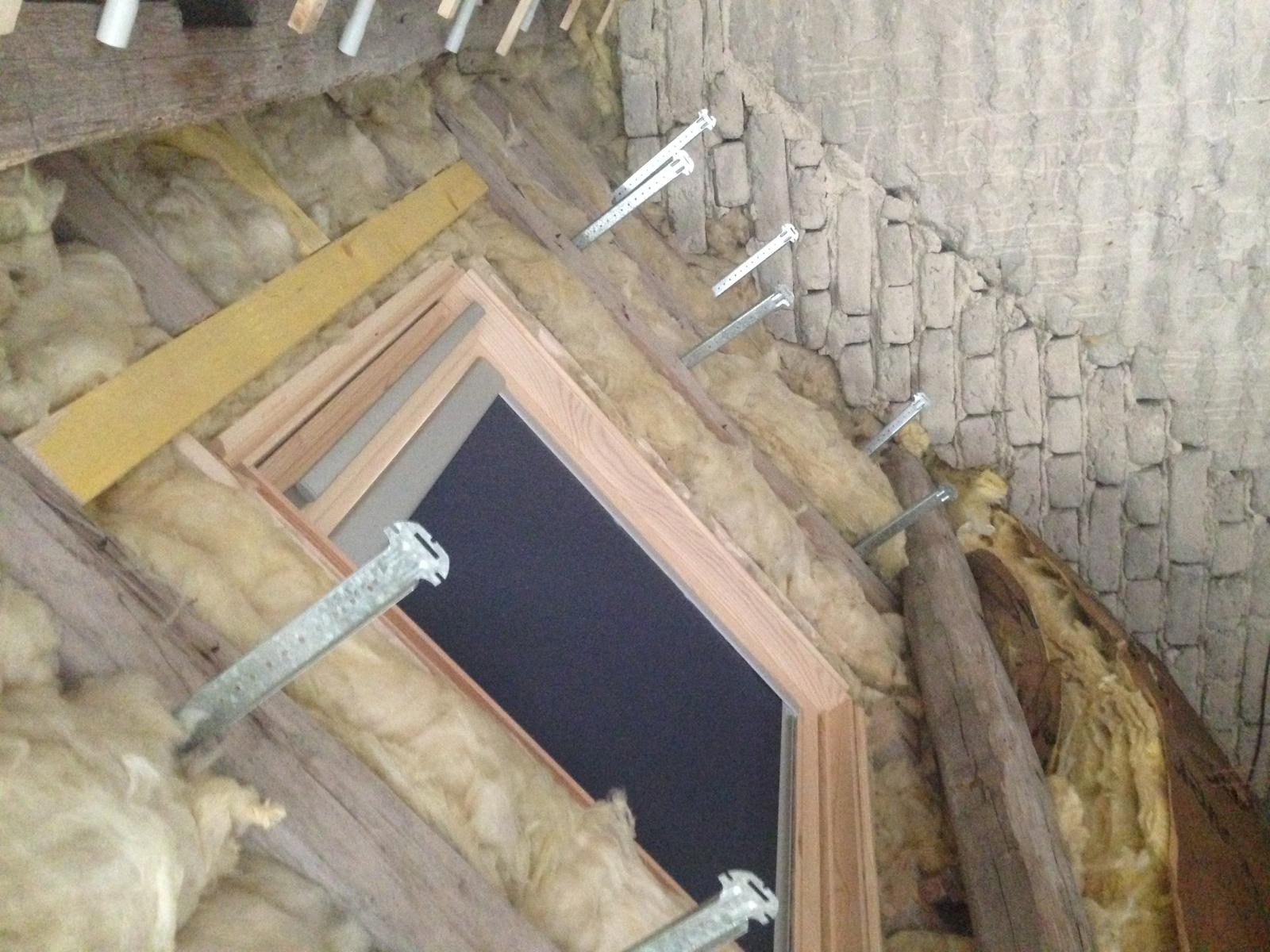 Pose lambris encadrement fen tre de toit for Encadrement fenetre