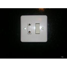 Isoler l 39 interrupteur d 39 un bloc interrupteur prise for Hauteur prise et interrupteur