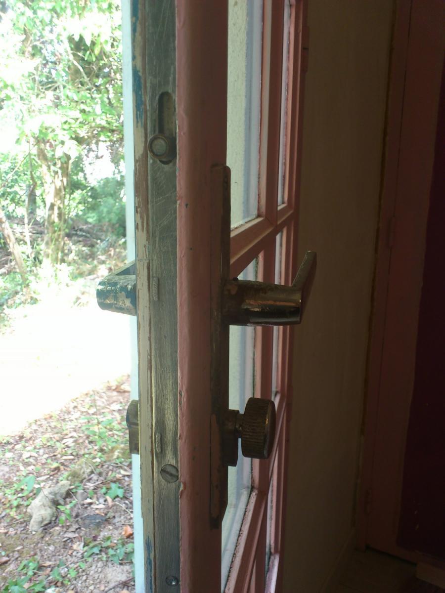 Impossible de bloquer ma cr mone pour fermer ma porte fen tre for Bloquer ouverture fenetre