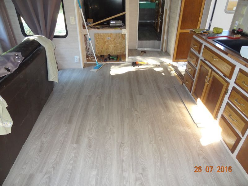 Pose parquet stratifie pose de parquet sur un with pose for Parquet flottant sur carrelage