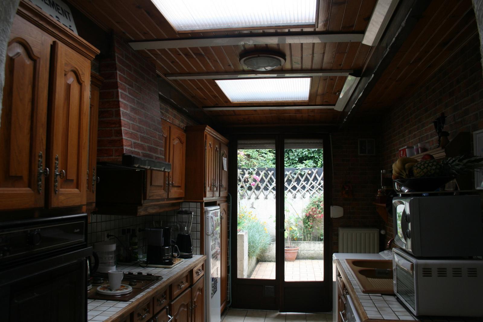 Repeindre en blanc un plafond en lambris rainur vernis - V33 renovation lambris ...