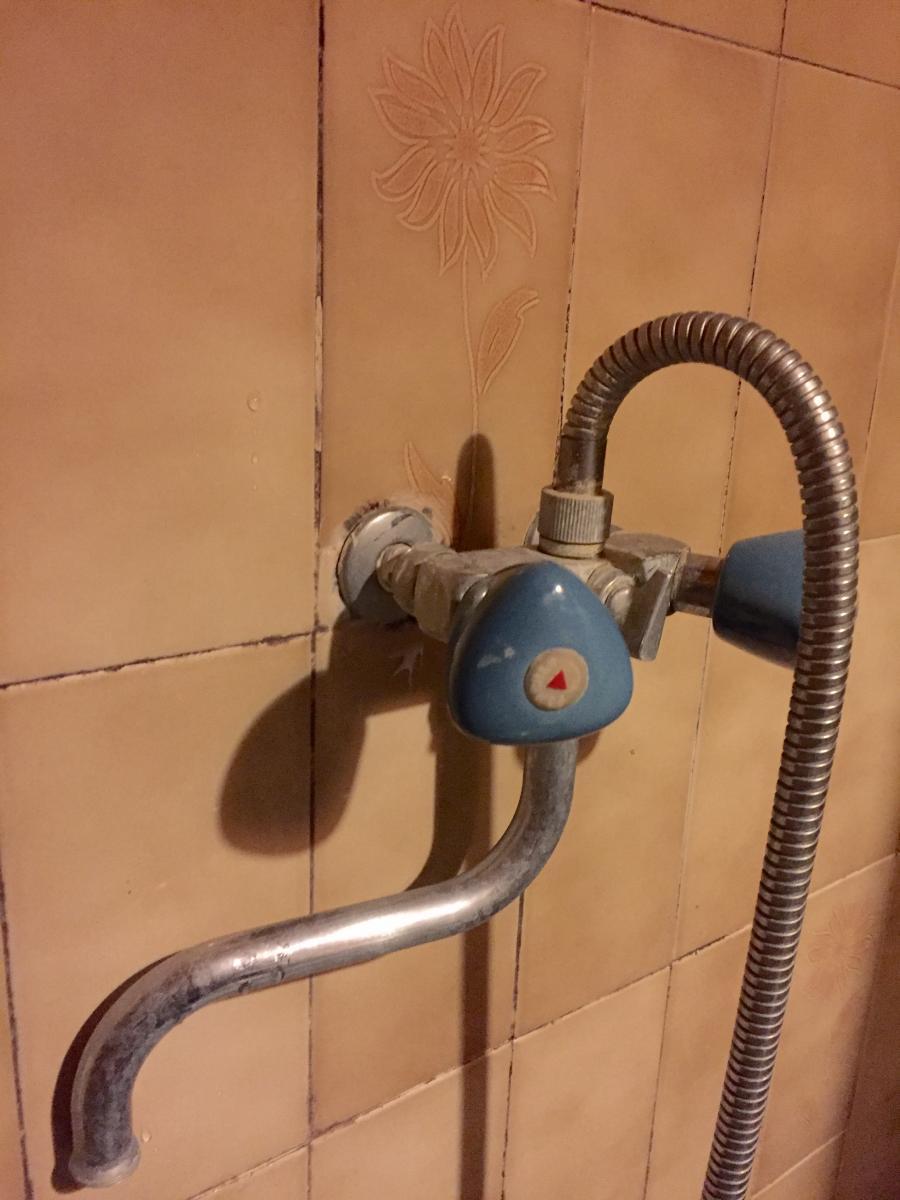 ancien robinet douche porcher changer pour mitigeur. Black Bedroom Furniture Sets. Home Design Ideas