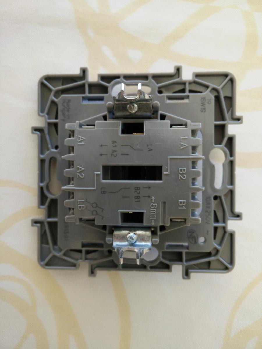Changer un interrupteur double maison design for Changer un interrupteur mural