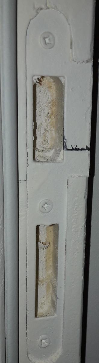 Porte qui s 39 ouvre toute seule au moindre courant d 39 air p ne for Porte qui s ouvre