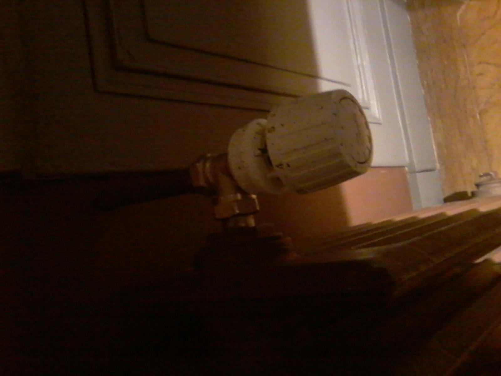 purge vieux radiateur fonte. Black Bedroom Furniture Sets. Home Design Ideas