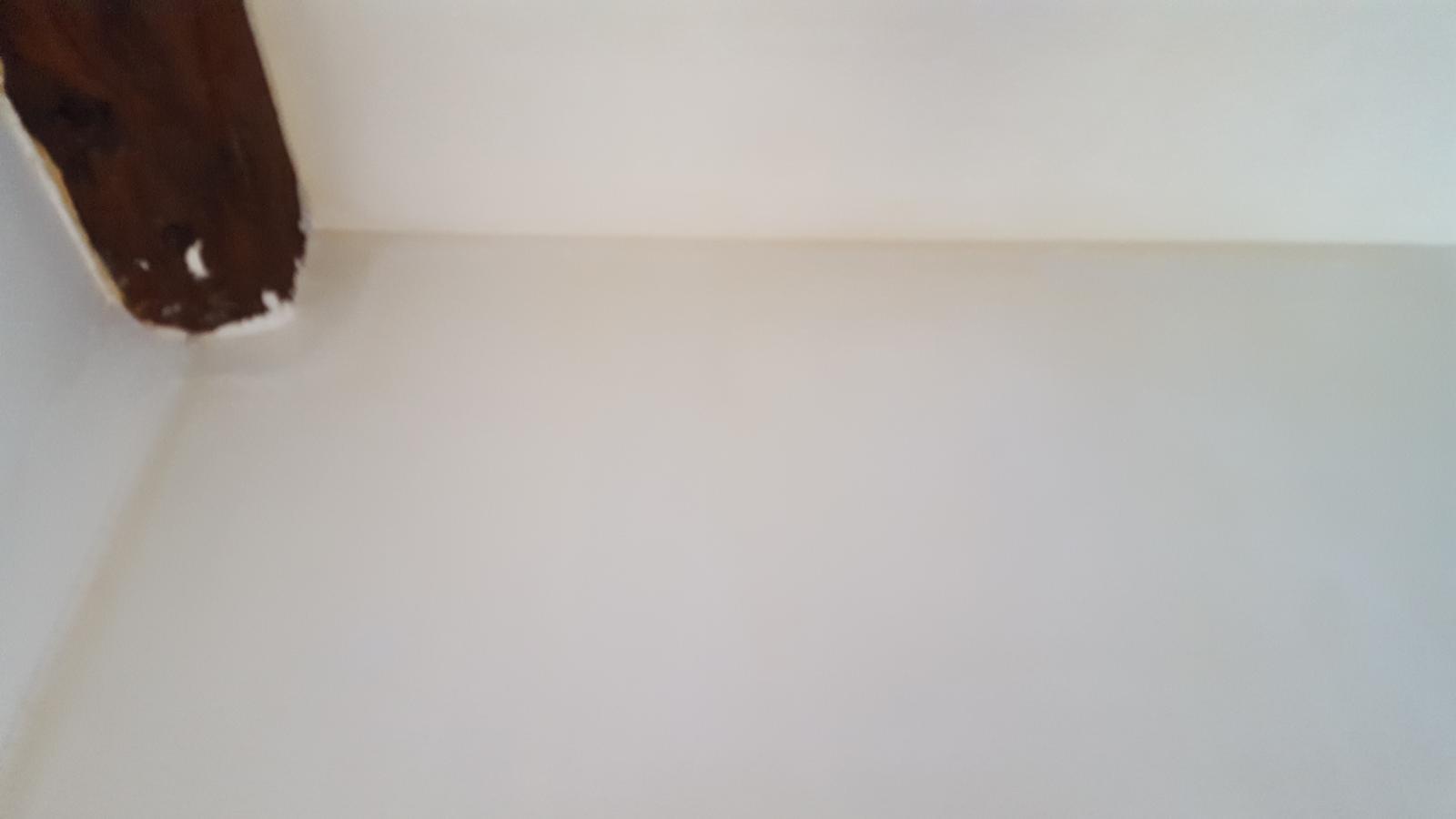 murs qui jaunissent apr s peinture blanche. Black Bedroom Furniture Sets. Home Design Ideas