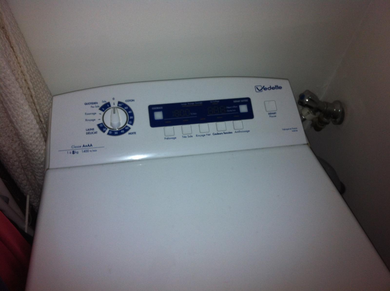 machine laver qui fuit l 39 essorage. Black Bedroom Furniture Sets. Home Design Ideas