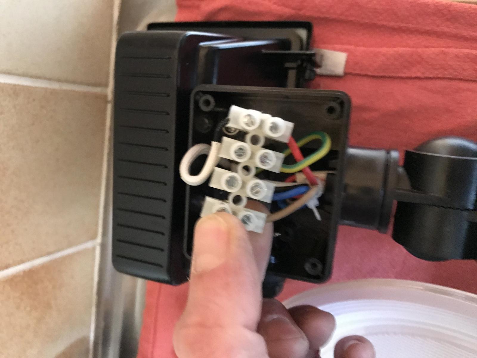 Branchement luminaire exterieur sur de l ancien for Spot exterieur avec detecteur