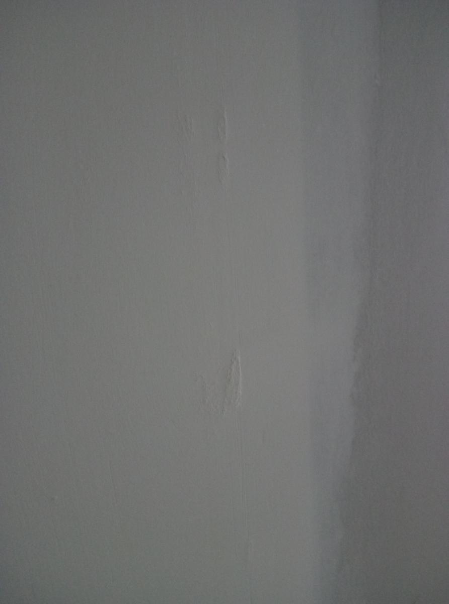 bande joint placo qui peluche apres passe de finition. Black Bedroom Furniture Sets. Home Design Ideas