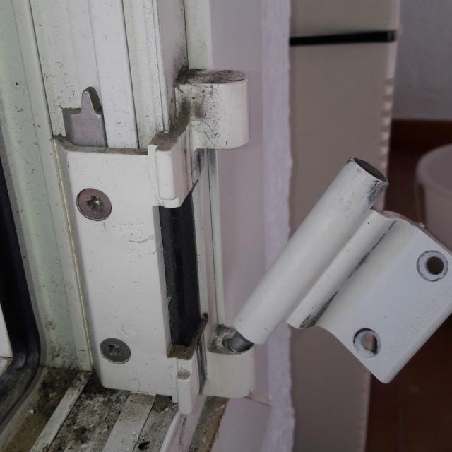 Démonter Porte Fenêtre Oscillo Battante
