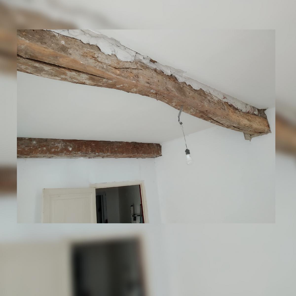 Ponceuse Pour Poutre Bois poutre en bois irrégulière et abîmée