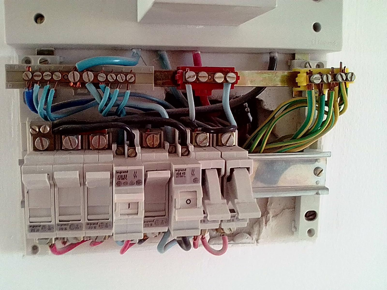 Nettoyer Un Vieux Tableau remplacement vieux tableau électrique par des disjoncteurs