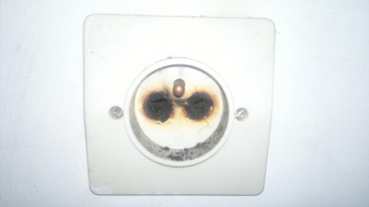 Comment proc der suite coupure de courant et prise brul e - Comment changer une prise electrique ...