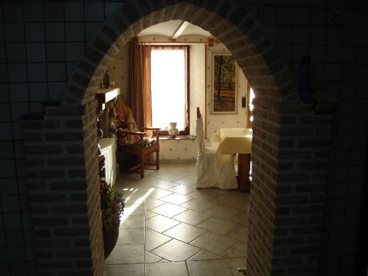 Porte en forme de voute - Ongle coince dans une porte que faire ...