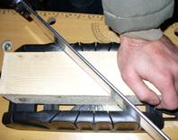 Utiliser une bo te et une scie onglet - Couper plinthe sans boite a onglet ...