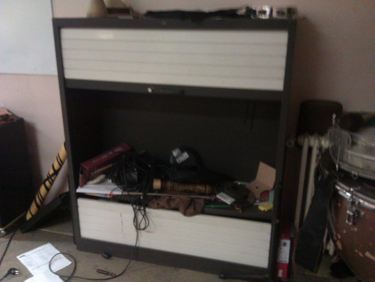 changement s rrure d 39 une armoire. Black Bedroom Furniture Sets. Home Design Ideas