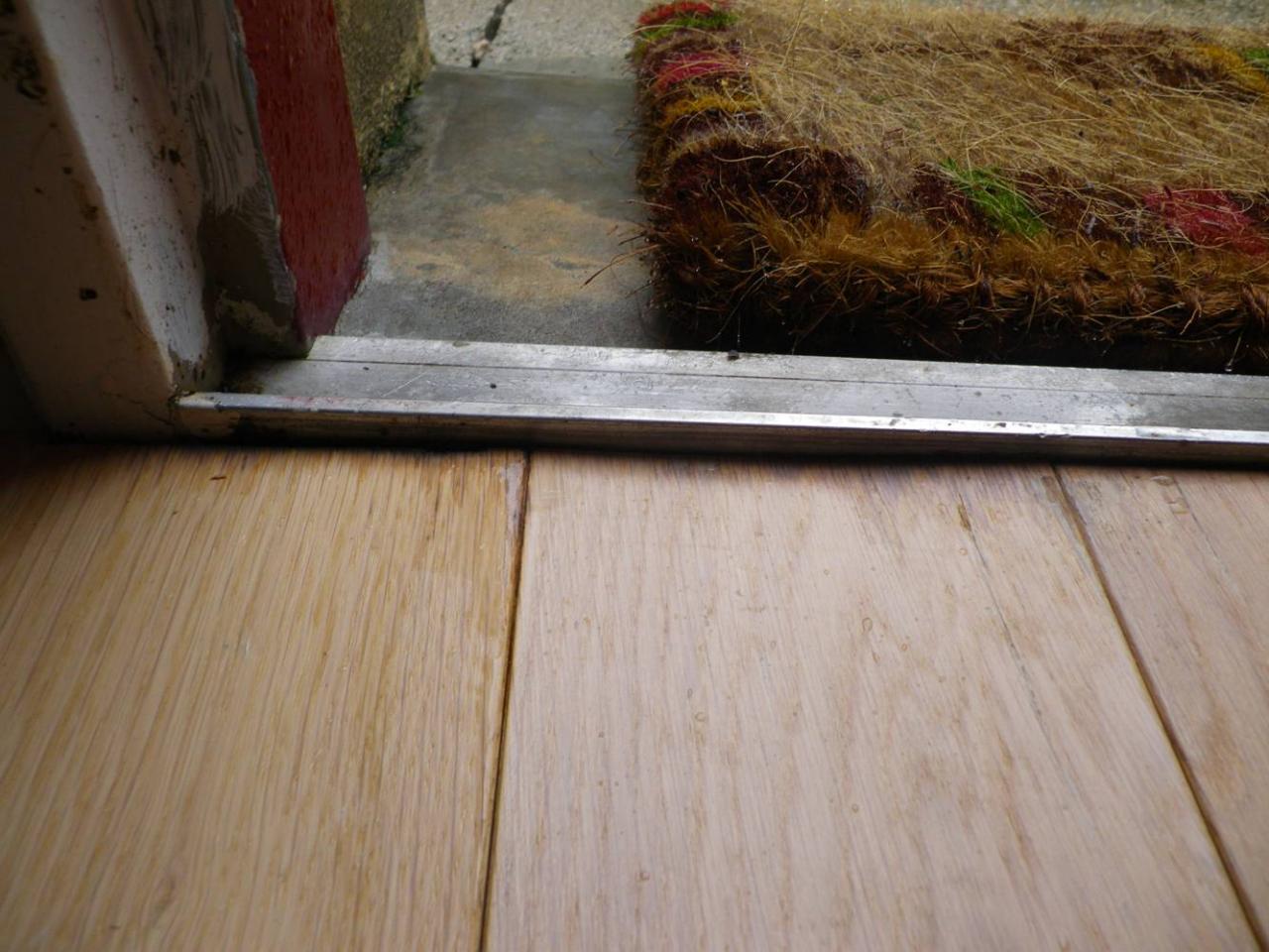 Porte d 39 entr e comment isoler le parquet for Joint isolation porte entree